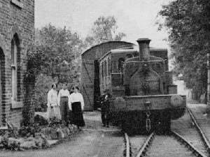 Empress at Hawks Nest in about 1921; Shunter Bright Mosby leans on the buffer beam, and Mrs. A Hebden is in the centre