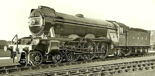 Gresley A3 Pacific No. 2751 'Humorist' with small wing smoke deflectors, official publicity photo (N.Johnson)