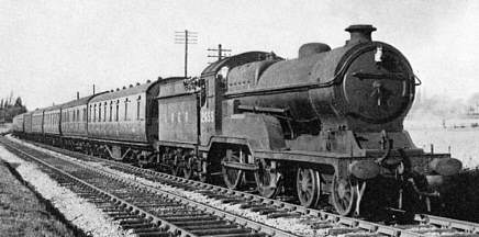 Class D10 'Director' No. 2655 The Earl of Kerry, near Ashley in 1948