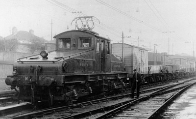 NER No. 1 at Trafalgar South Yard in 1906, note the new pantograph; Bill Donald Collection.