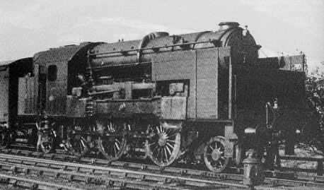 The Kitson-Still hybrid steam/diesel locomotive with indicating shelter on trial with a York to Hull goods train in 1933