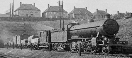 Class O1 No. 3474 approaching Wood Green in 1928