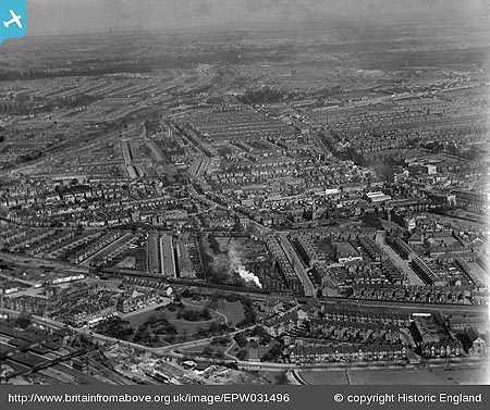 Avenue Gardens 1930 (Britain from Above)