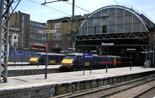 GNER Class 91s at Kings Cross in 2006 (E.Ramsay)