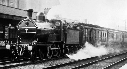 Class D2 GNR No. 1374 passing Holloway (M.Peirson)